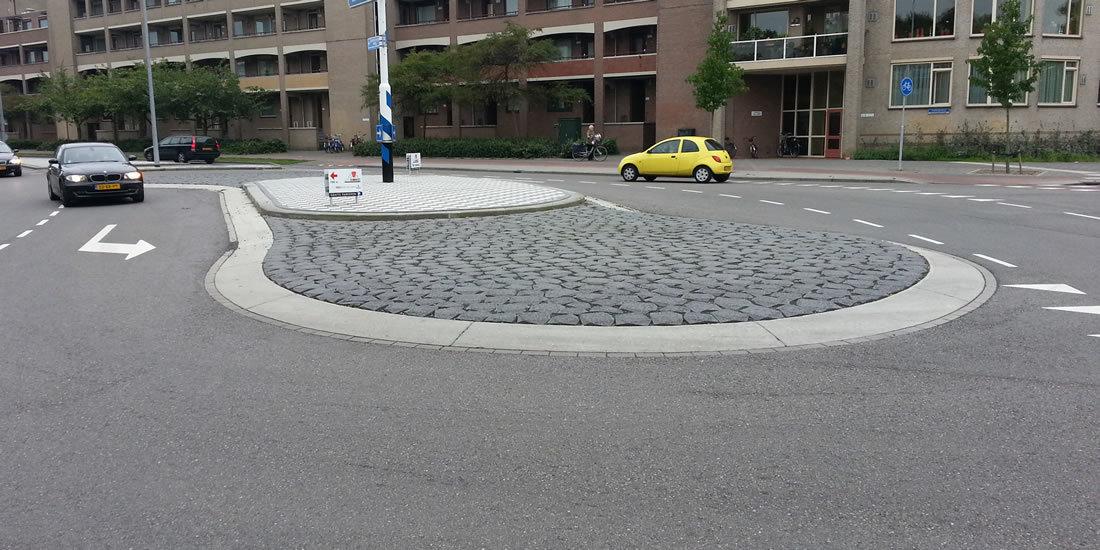 Vrijvormige rotonde door Roos Groep