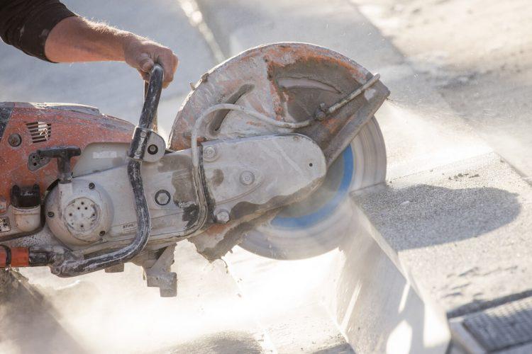 Zagen van asfalt/beton