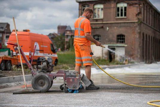 Uitwassen van betonverharding